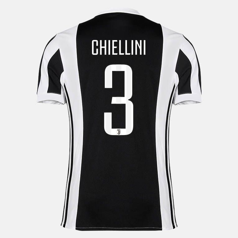 The new Juventus 2017-18 jersey font features a unique look.
