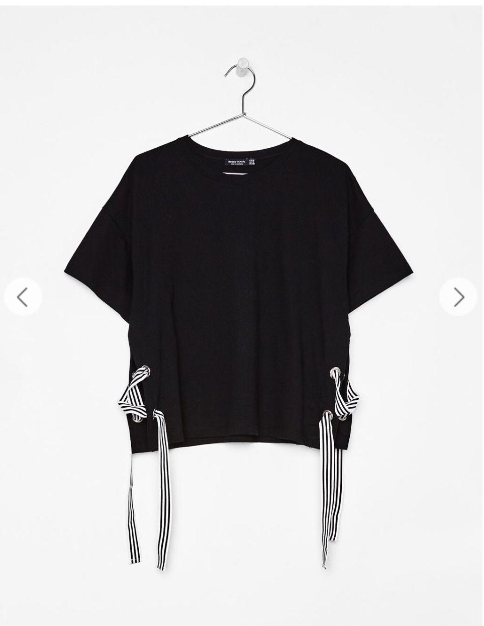 Camiseta negra lazada - Bershka