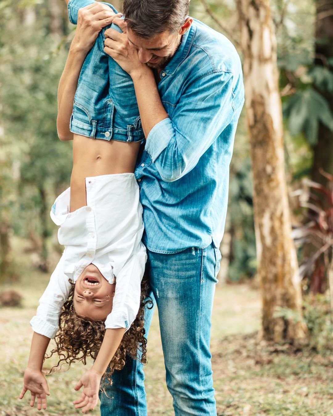 "Ana e Marille Vanin on Instagram: ""Mariana , Chris e Joaquim 💙💙💙 #Family #familytime #familygoals #familyphotos  #bookfamilia #fotosfamilia #fotografiadefamilia"""