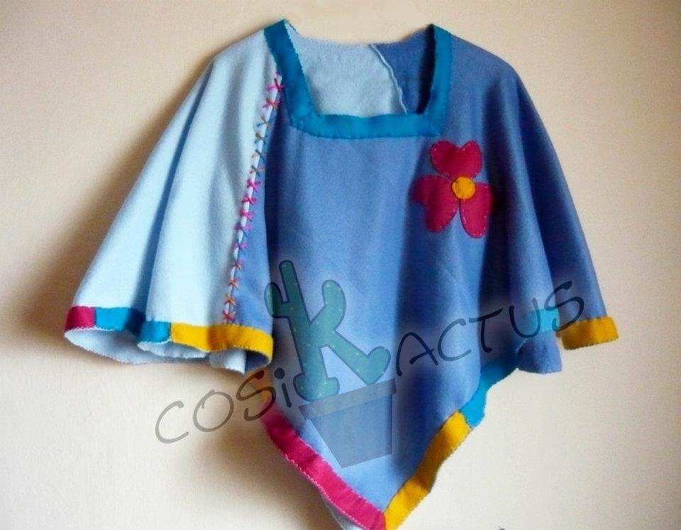 Ruana Andina , traje típico de las zonas andinas Venezolanas, elaboradas en manta polar y decoradas a mano