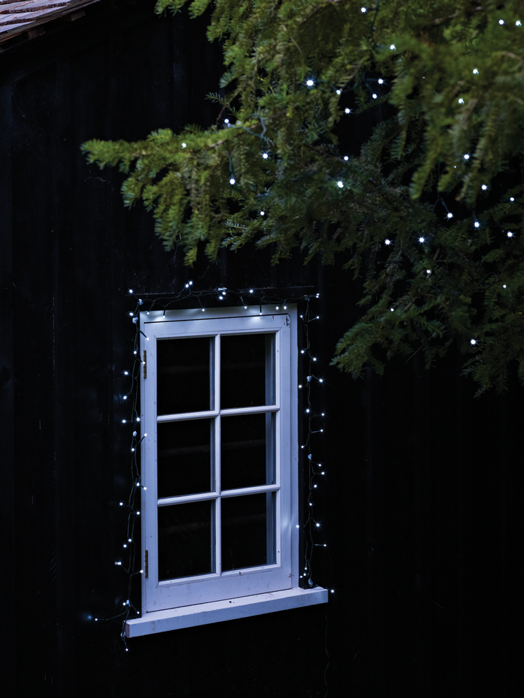 led solar outdoor tree lights these environmentally friendly led lights are ideal for. Black Bedroom Furniture Sets. Home Design Ideas