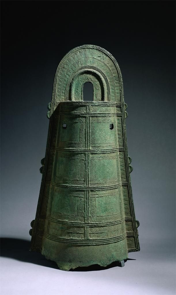 Asian Dotaku bell that was meant to be worshiped and looked at instead oh heard. high relief designs, cording and knotting