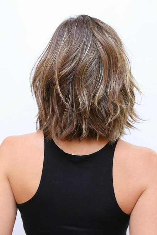 Kurz Schulterlanges Haar Ruckansicht In 2020 Hair Styles Shoulder Length Wavy Hair Short Hair Styles