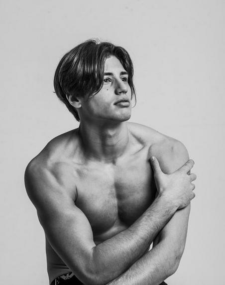 6543b04e12cf3 Niccolò Bettariniil figlio bono di Simona Ventura e Stefano Bettarini torso  nudo su Instagram