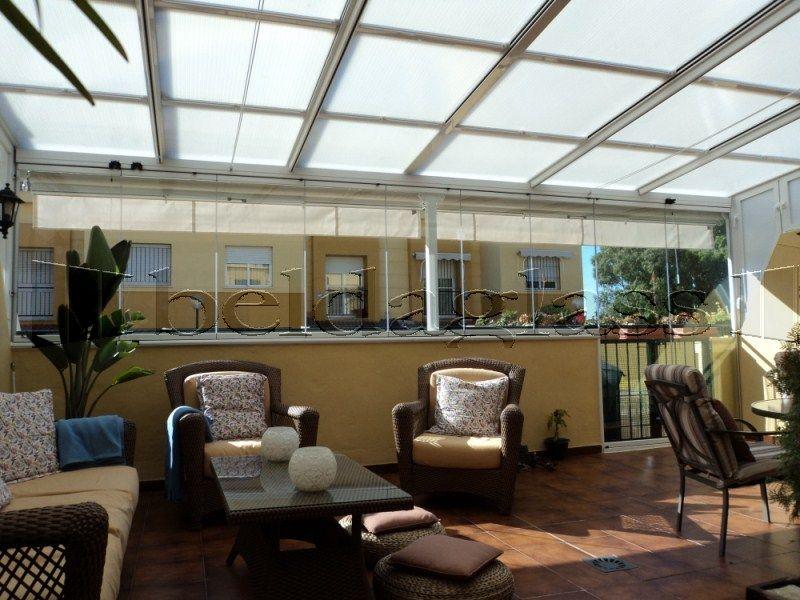 Cerramiento de terraza compuesto de techo movil deslizante for Ideas techos para terrazas