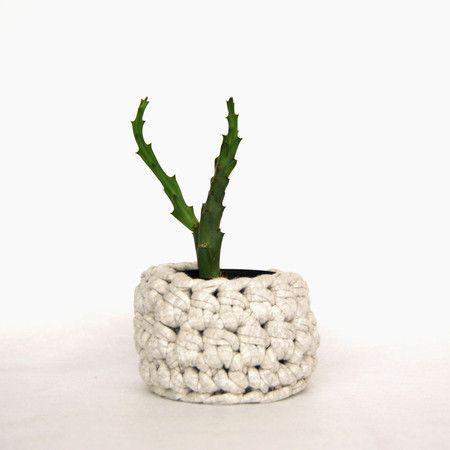 Mini cachepot em fio de malha policromata artes crochet mini cachepot em fio de malha policromata artes fandeluxe Choice Image