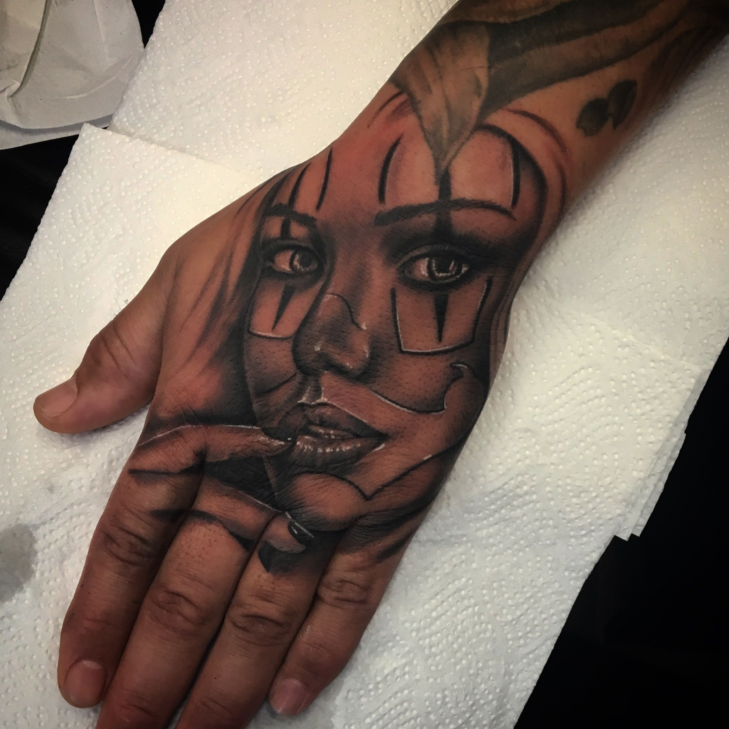 Chicano Girl Hand Tattoo Hand Tattoos Girls Hand Tattoos