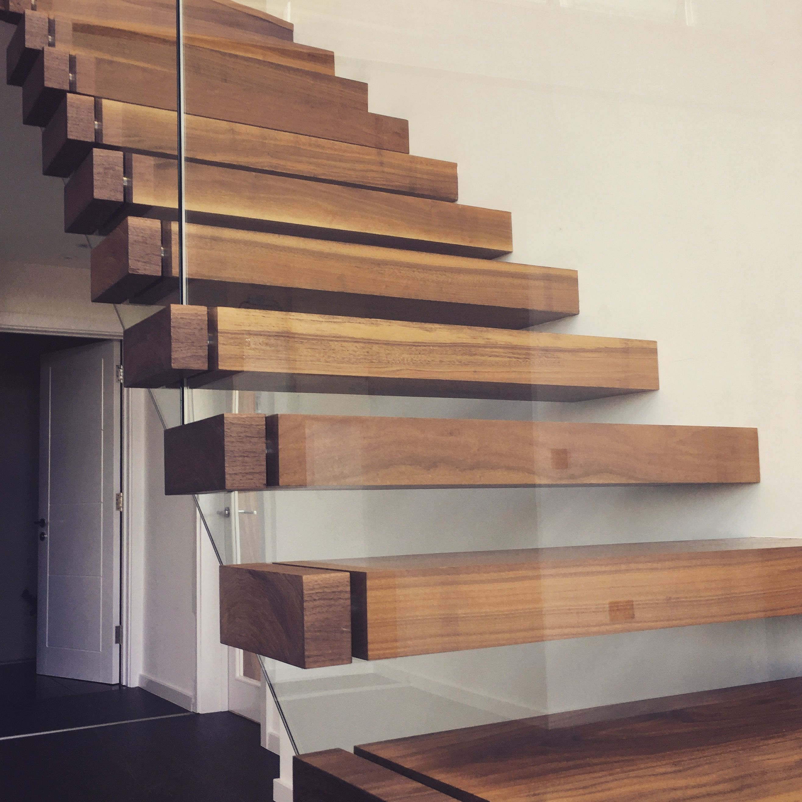 Best Floating Staircase With Glass Balustrade Sandwiched 640 x 480