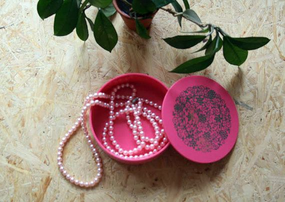 Hey, I found this really awesome Etsy listing at https://www.etsy.com/listing/247678602/vintage-jewelry-boxplastic-jewelry