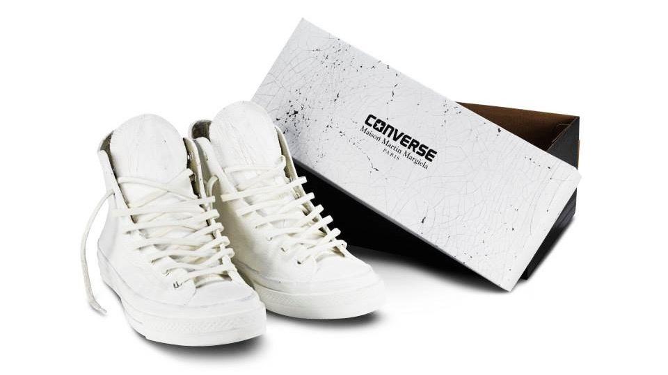 Todos os exemplares fora pintados a mão e trazem a cor branca sobre a tradicional lona dos modelos já conhecidos da Converse