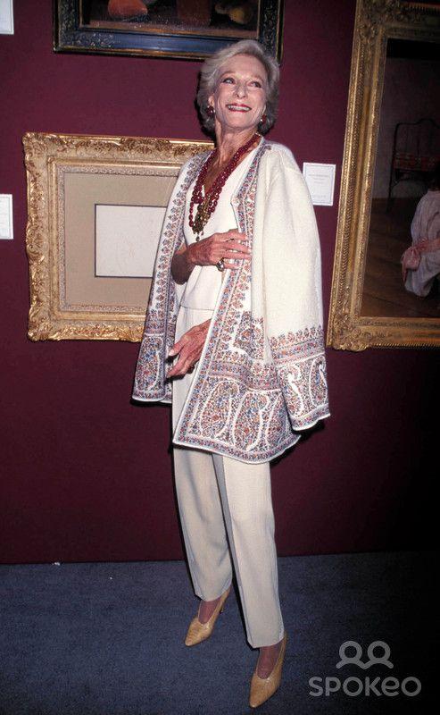 Sd0506 Art Show at the 67th Armory in New York City. Nan Kempner Photo: Rose Hartman-Globe Photos Inc 1999 Nankempnerretro