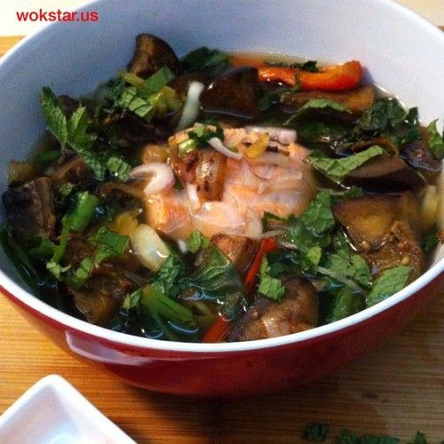 Amazing flavors from leftover portobello & curry eggplant with stir fried kale. Salmon poached in chicken broth. Mint & shallots, squeeze of lime, slurp! - Wok Star Eleanor Hoh's posterous