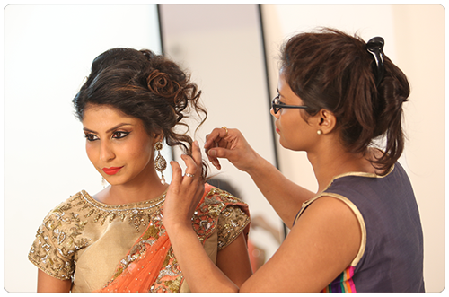 Learn Hairdressing Styles from Experts Looking to a