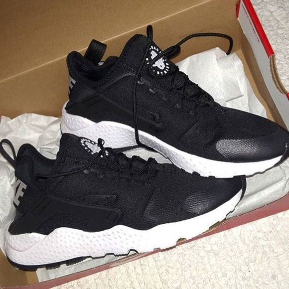 womens size 7 nike shoes