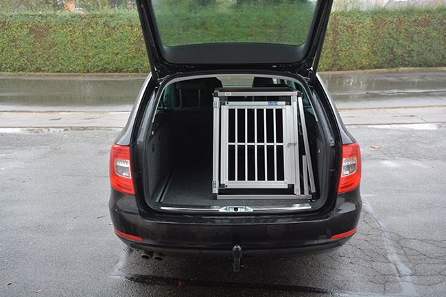 hundebox hundetransportbox f r skoda superb auch andere. Black Bedroom Furniture Sets. Home Design Ideas