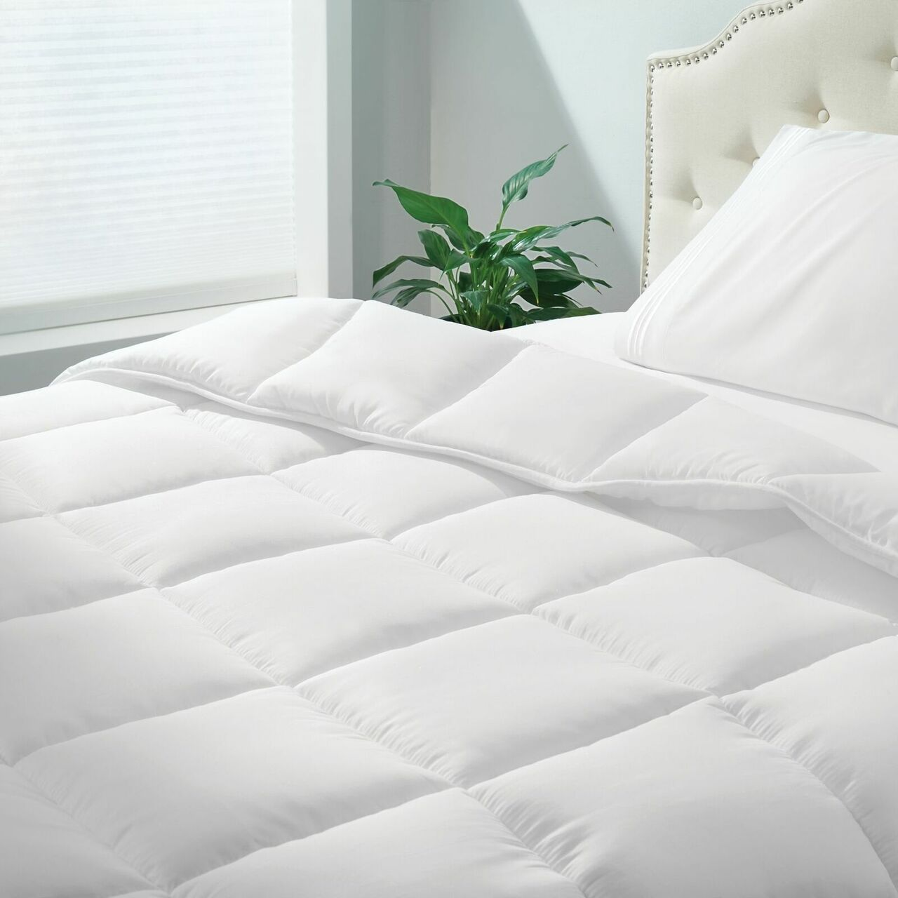 mDesign All-Season Down Alternative Quilted Duvet Insert or Stand-Alone Comforter - Plush Hypoallergenic Microfiber Fill, Box Stitched - Machine Washable BOX STITCHING: Our soft and plush duvet insert features lofty baffle box construction and a strong an