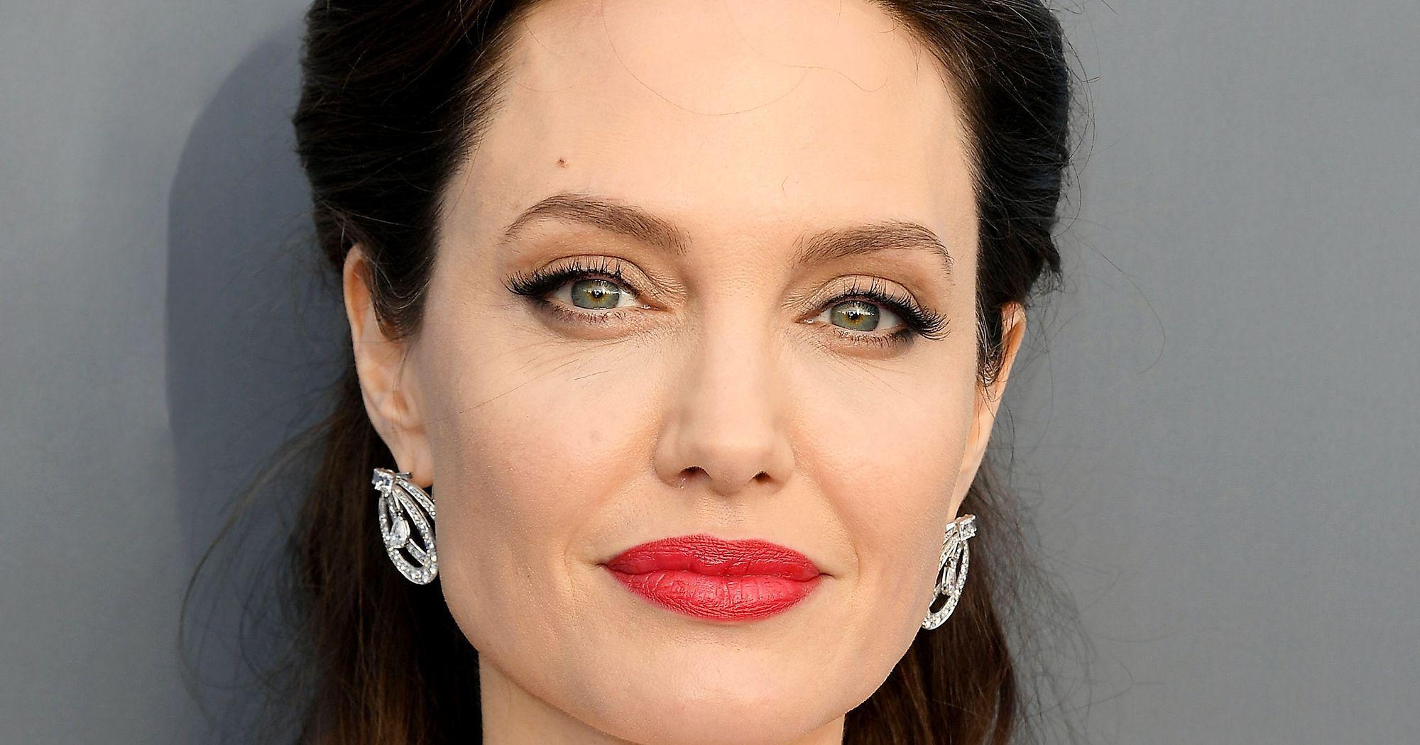 Angelina Jolie S Longtime Dermatologist Shares Her Skin Secrets Skin Care Regimen Skin Care Moisturizer Angelina