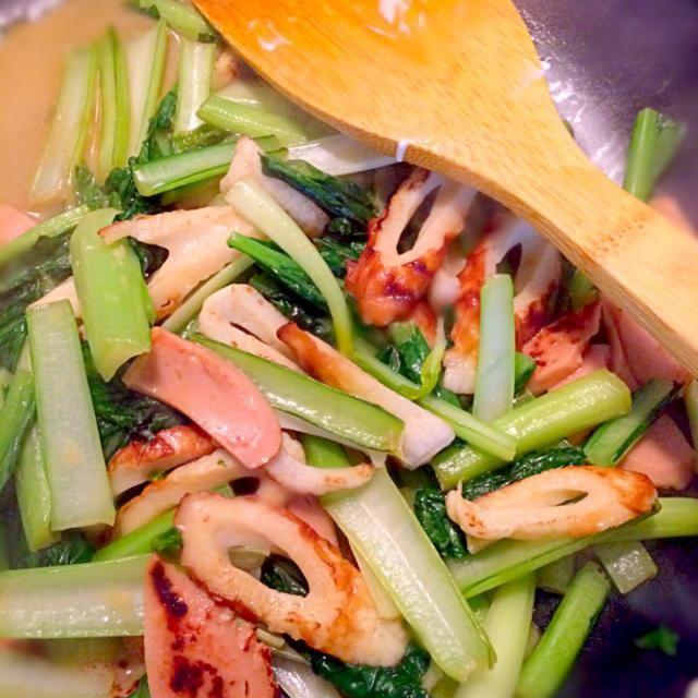 オイスターソースと マヨネーズで炒めたらなんでも 美味しいo(`ω´ )o笑!  小松菜、ちくわ、魚肉ソーセージです。  練り物ばっか... 人参にしたら良かったかなぁ - 4件のもぐもぐ - 小松菜のオイマヨ炒め by AA
