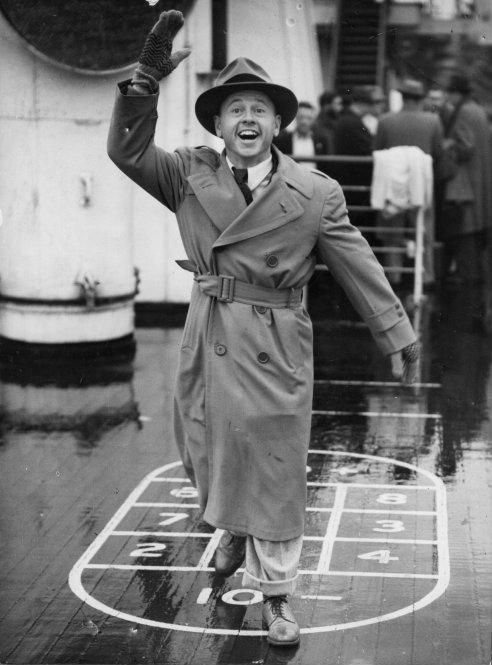 Mickey Rooney llega a Londres.