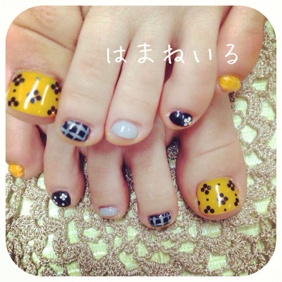 黄色×黒 オトナかわいー♡お花フットです