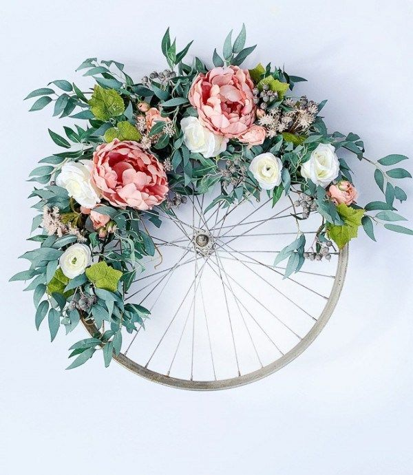 Photo of Recycled bicycle wheel wreath and 29 more summer wreath ideas