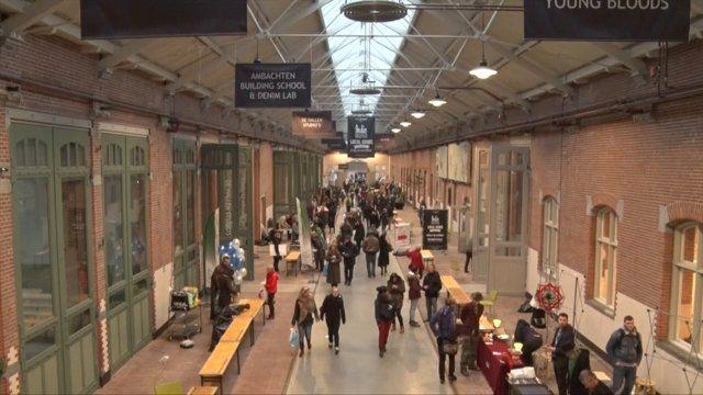 Hip & Happening in de Hallen; Filmhallen, Foodhallen, de OBA met Belcampo leescafe, Kunstuitleen, hotel de Hallen en nog veel meer. In de weekenden Local good markets, bookmarkets en andere events. Oud West, Amsterdam. Mijn buurtje, hip & happening.