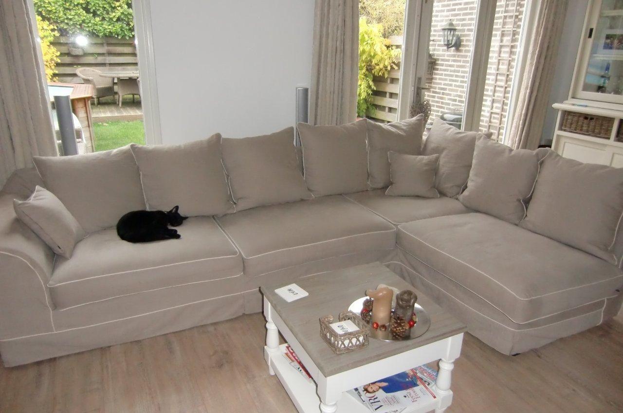 Al onze meubels zijn Nederlands fabricaat en kunnen op maat gemaakt worden. Bij Bankstyle heeft u de keuze uit 900 kleuren en 150 stoffen. Voor meer informatie kunt u kijken op onze website: www.bankstyle.nl of u kunt contact met ons opnemen via: info@bankstyle.nl