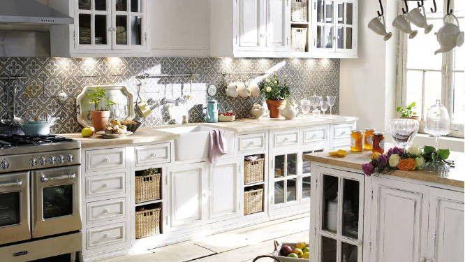 Une cuisine blanche qui a tout pour plaire ! Cuisine and Kitchens