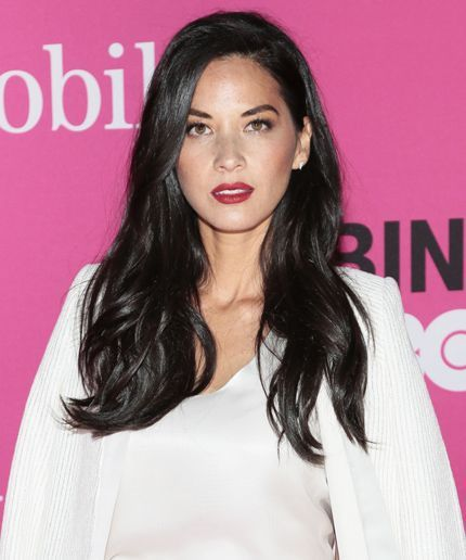 Olivia Munn Slams Journalists Blaming Her For Aaron Rodgers Poor Performance Long Hair Styles Long Brunette Hair Styles
