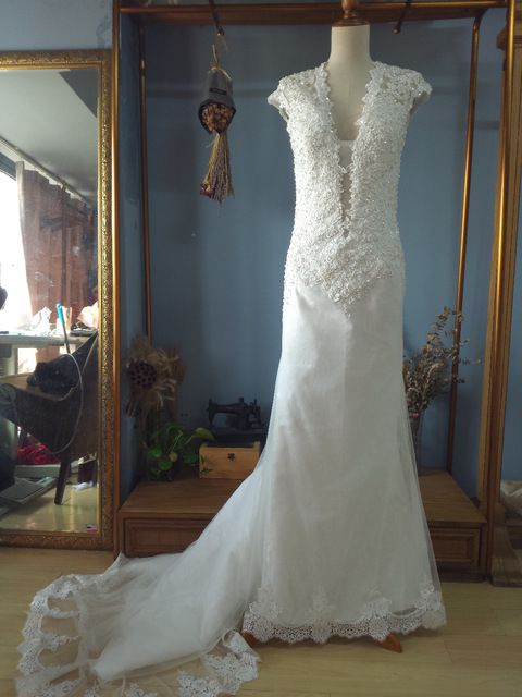 Pluning Neck Fit to Flare Wedding Dress Sheer Back with Pearls Bridal Gown