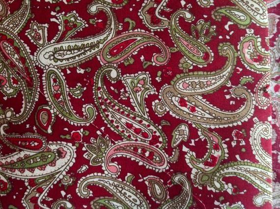 tr s joli tissu anglais coton motif cachemire style liberty sur fond rouge bordeaux fabrics. Black Bedroom Furniture Sets. Home Design Ideas