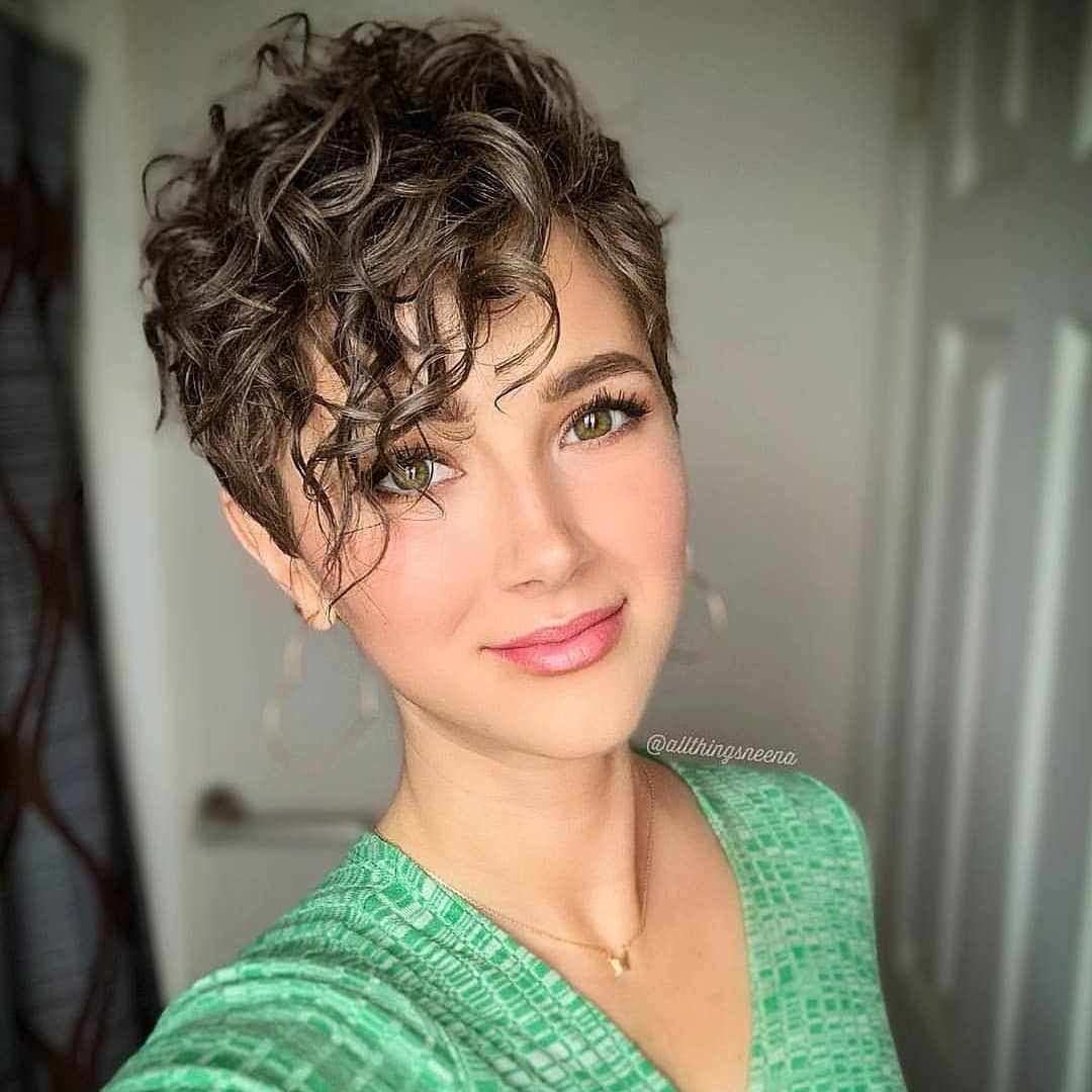 Short Haircuts For Women Ideas For Short Hairstyles Short Hair Styles Short Curly Hair Haircuts For Curly Hair