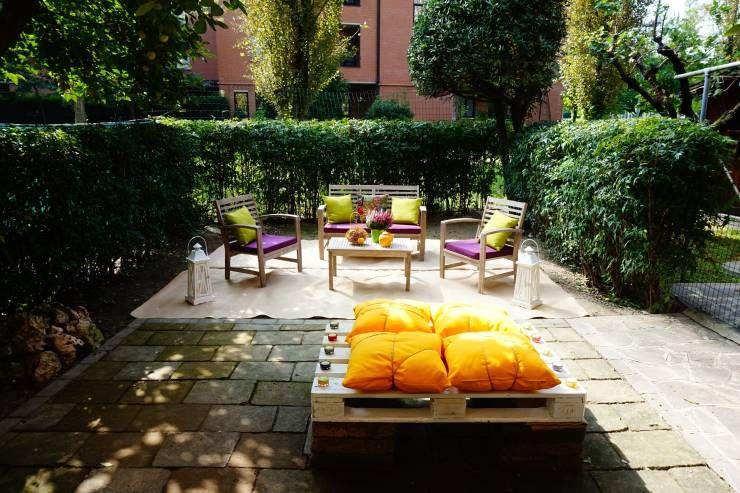 HOME STAGING ALL'ARIA APERTA! CRONACA DI UN CAMBIAMENTO!: Giardino % in stile % {style} di {professional_name}