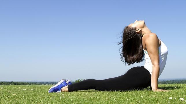 Practicar #yoga mejora los factores de riesgo asociados con la enfermedad #cardiovascular