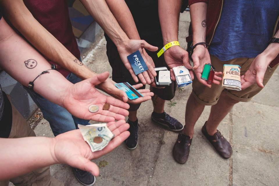 "♒ DAY #1 ∙ MELLOW MOOD ∙ Pocket Project al ""MI AMI ∙ Festival della musica bella e dei baci"" ∙ #iphone #pocketproject #documentary #pocket #tasche #faces #stories #symbols ∙ https://www.youtube.com/watch?v=KMB3CLmFdCw ♒"
