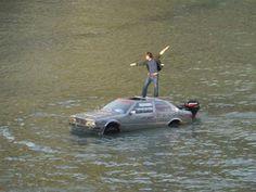 Detienen a un hombre que navegaba el río Tíber en un Maserati anfibio casero  Muy original y osado ¿no?, ahora a lo mejor con otro modelo de coche hubiera tenido un gran patrocinio...
