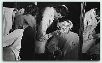 Teamet bak Rita Hayworth nydelige film skjønnhet, som på 1940-tallet ble laget under Columbia.Her er teamet som jobbet med make-up og hår.