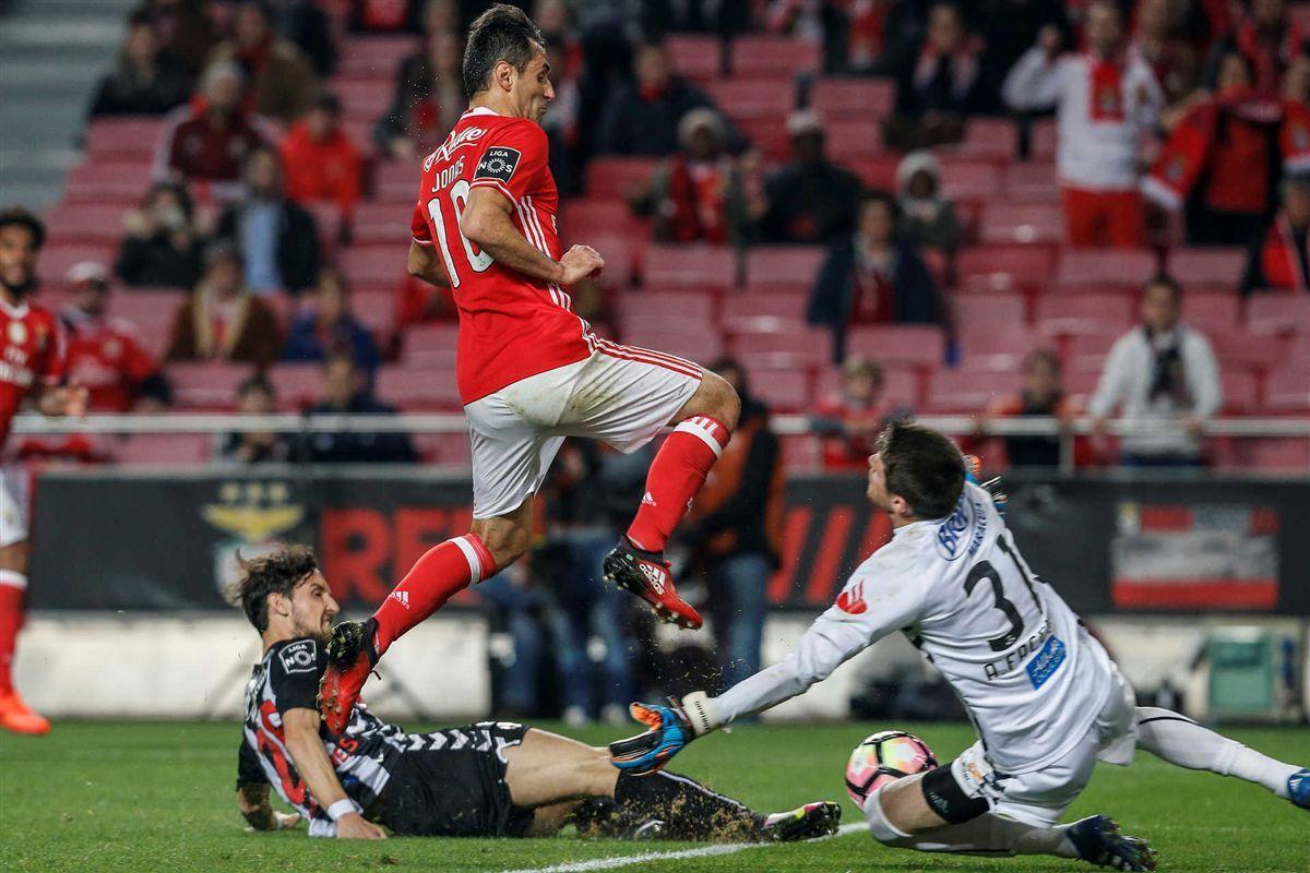 Jonas bisou e Mitroglou fechou as contas frente ao Nacional. Benfica mantém um ponto de vantagem
