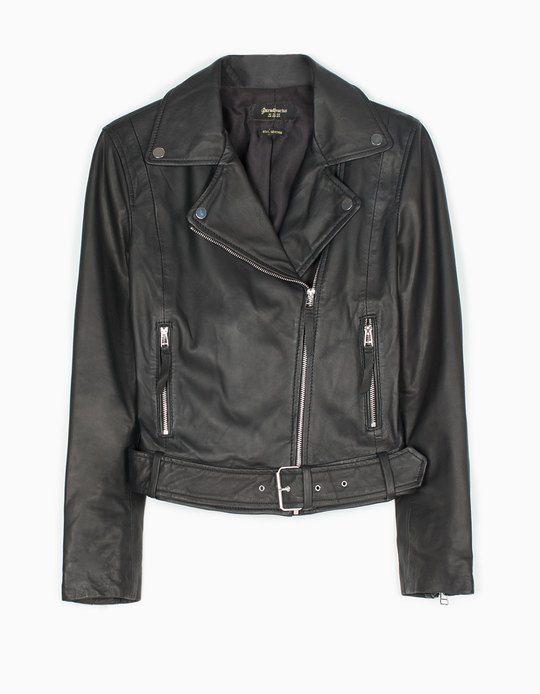 8e84d96eaa Στη Stradivarius θα βρεις 1 Δερμάτινο biker jacket με ζώνη στην απίστευτη  τιμή των 89.95 Greek . Επισκέψου τώρα την ιστοσελίδα μας και ανακάλυψέ τη  μαζί με ...