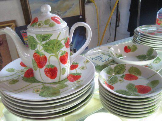 Teapot | Strawberries an addiction. | Pinterest