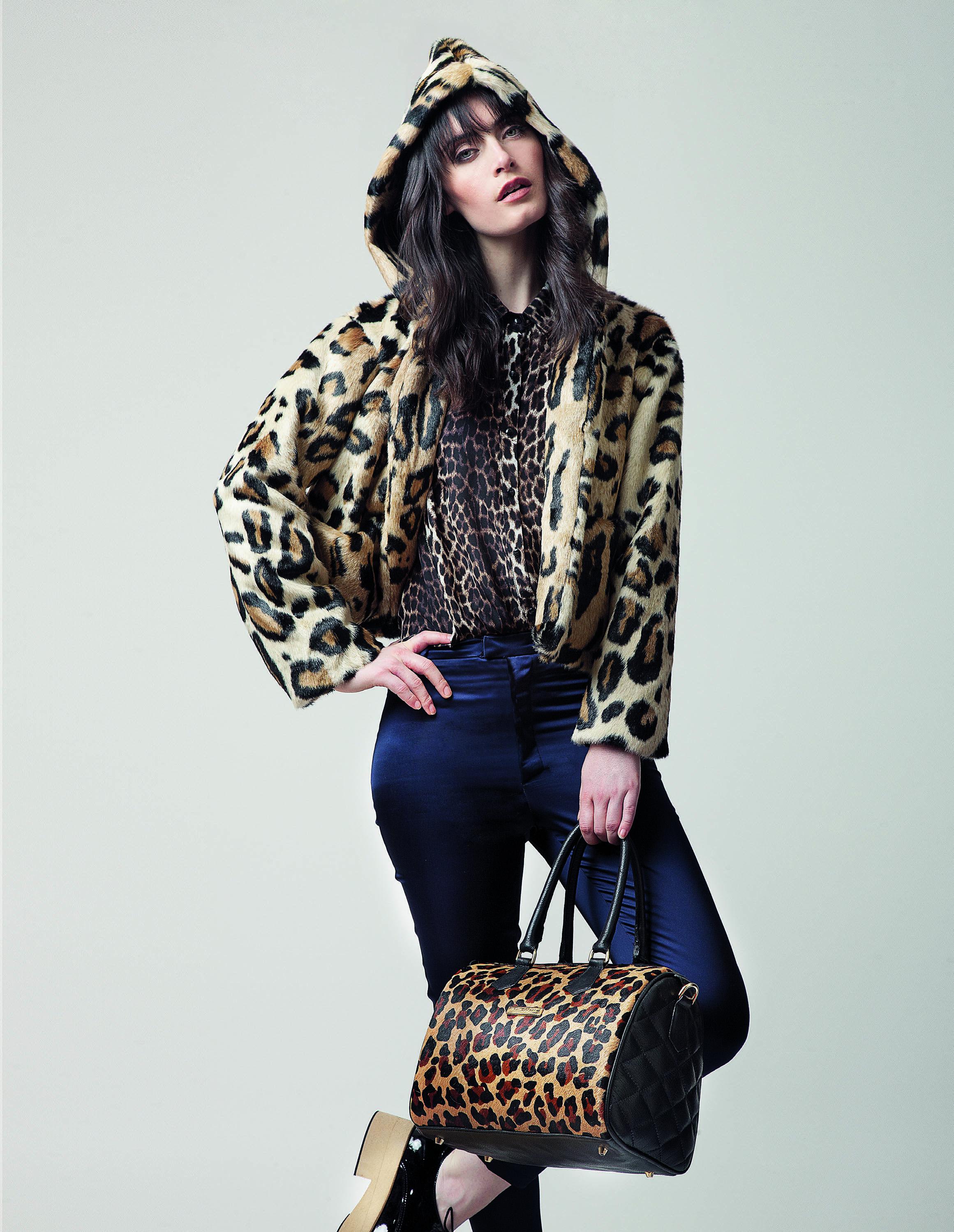 Prints urbanos.#Moda Estampas total look para contrarrestar con optimismo el frío invernal y los días lluviosos.