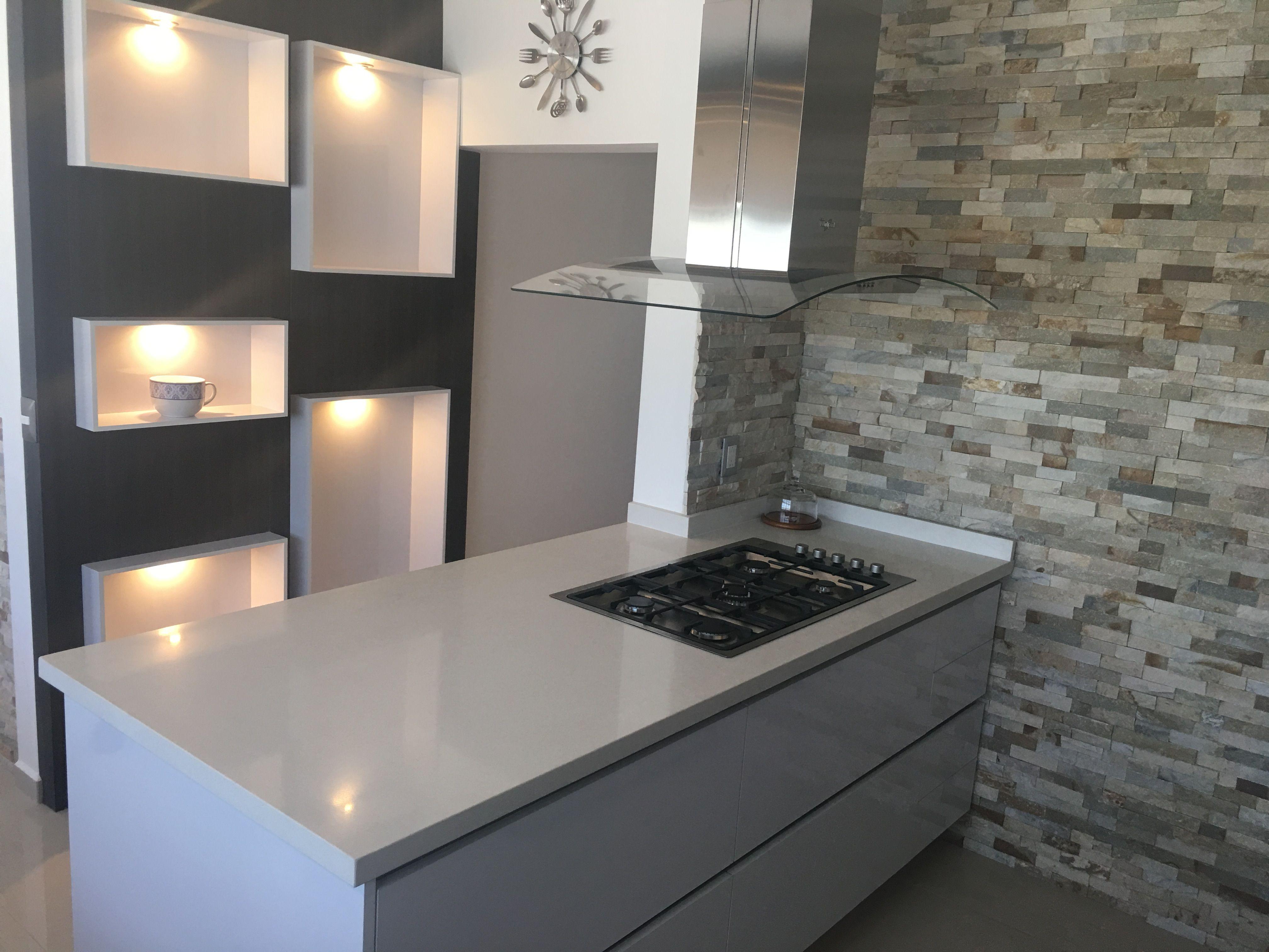 Hermosa combinaci n de texturas y colores para la for Combinacion de colores para muebles de cocina