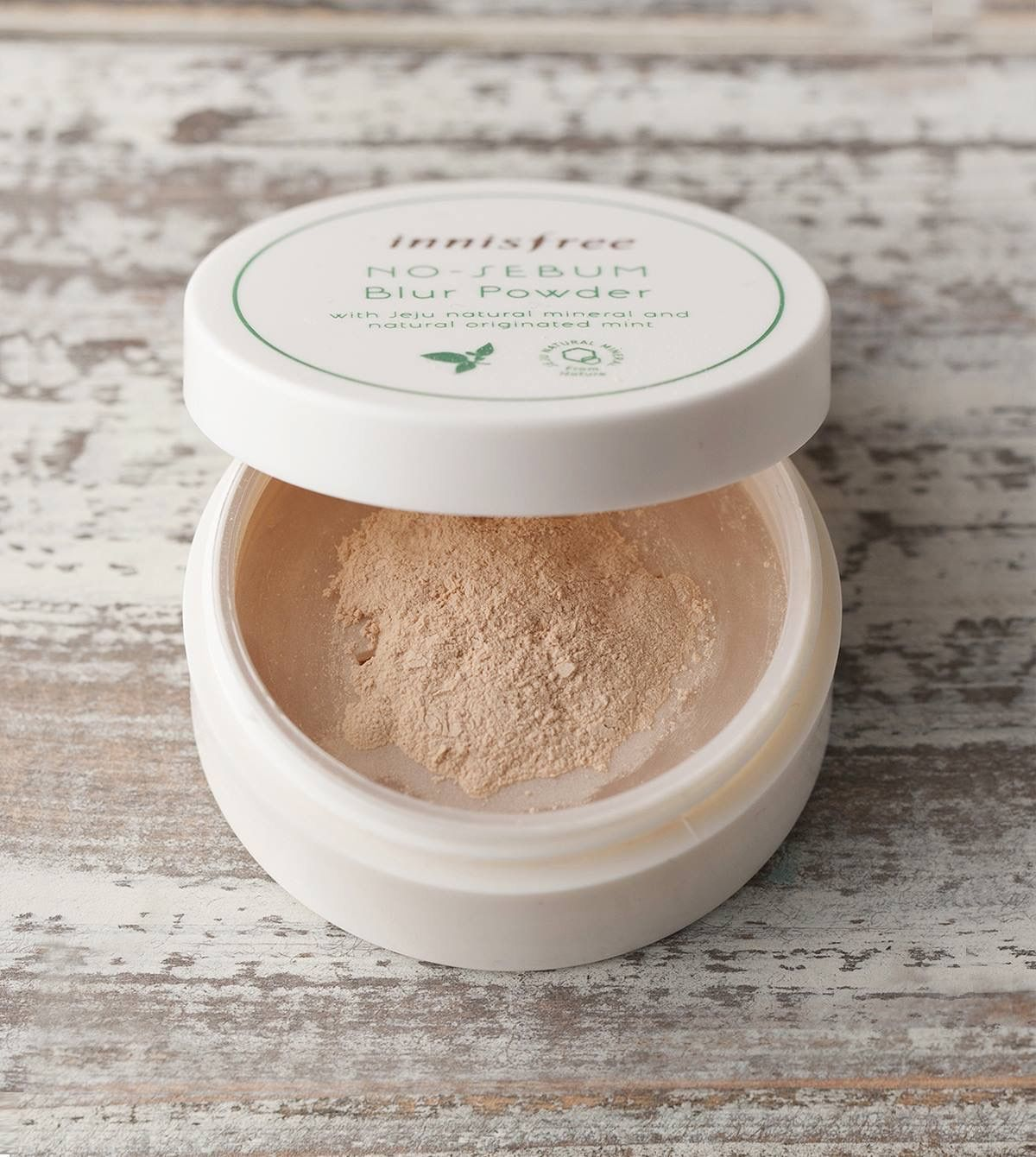 Please check this out about Innisfree Compact & Powder 🍃🍃  ➡️ Benefit of item:  2: No sebum blur powder 5g 🌸( 12.00 USD )🌸It allows for the skin texture to appear healthy and feeling smooth by providing a look for natural makeup with natural beige color pigments that are suited for any type of skin.  💁🏼If you are interesting with all of this items please make a pre-order with us !✈️✈️