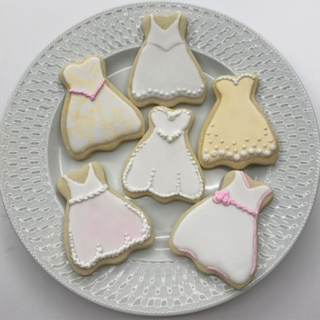 "42 likerklikk, 2 kommentarer – Emma's Custom Cookies (@emmascustomcookies) på Instagram: ""I love these wedding dresses! ••• #weddingshower #wedding #bride #bridal #bridalshower…"""