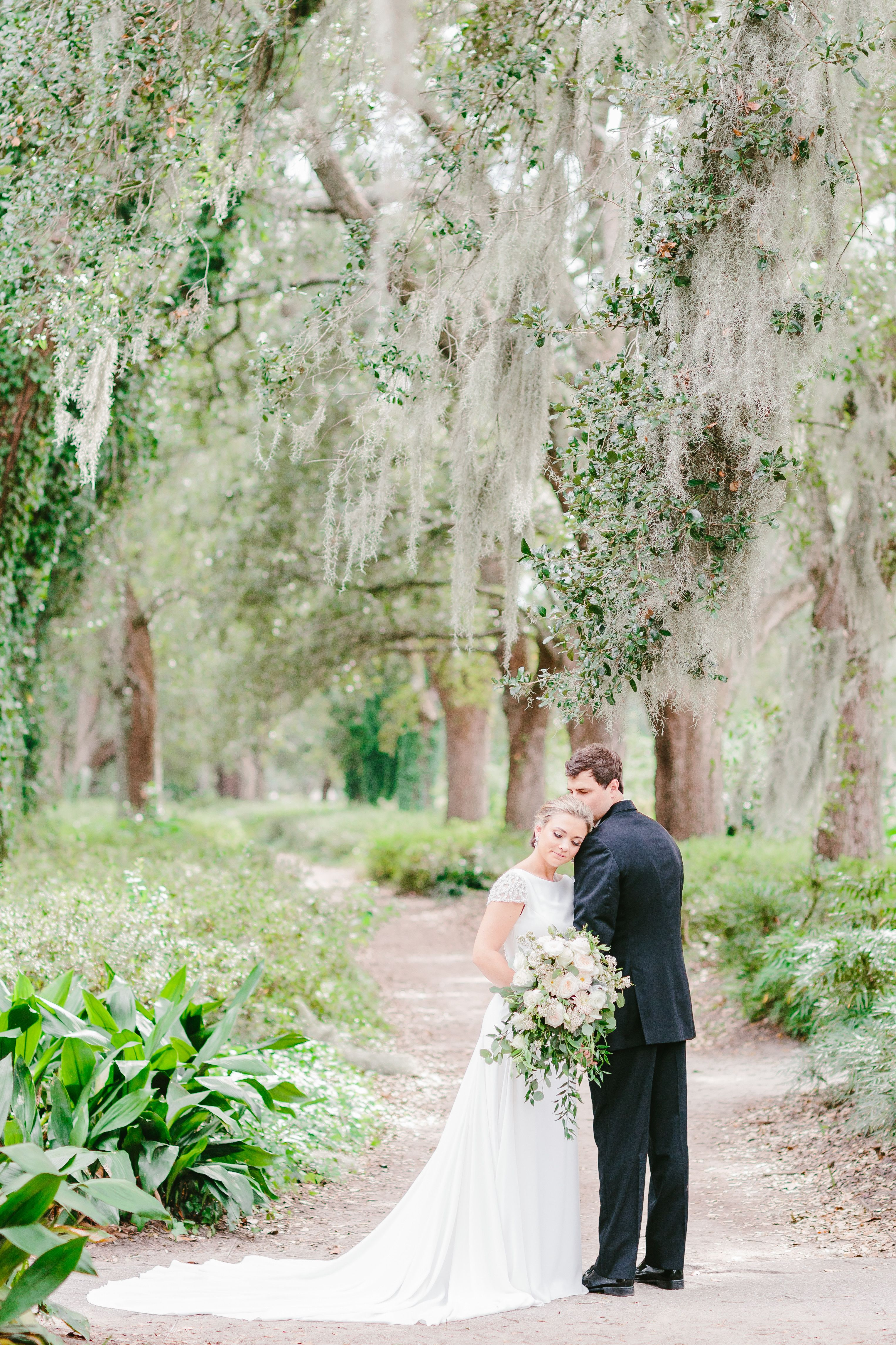 Classic Southern Wedding Photography By Charleston Sc Wedding Photographer And Bustld Vetted Vendor Emily Meeks Photography Wedding Plan Your Wedding Wedding Photos