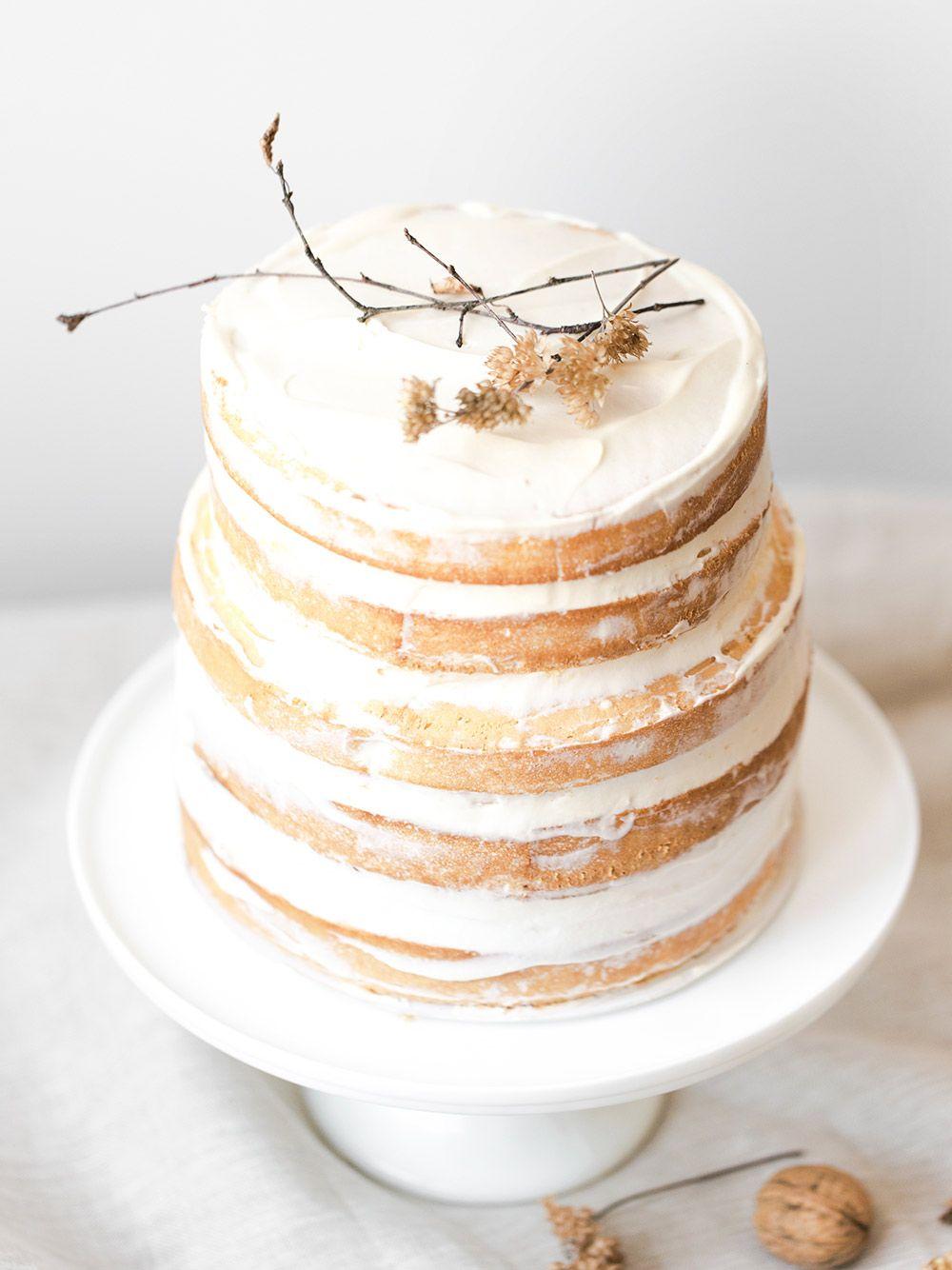 Naked cake exotique sans gluten, fruits de la passion et coco.