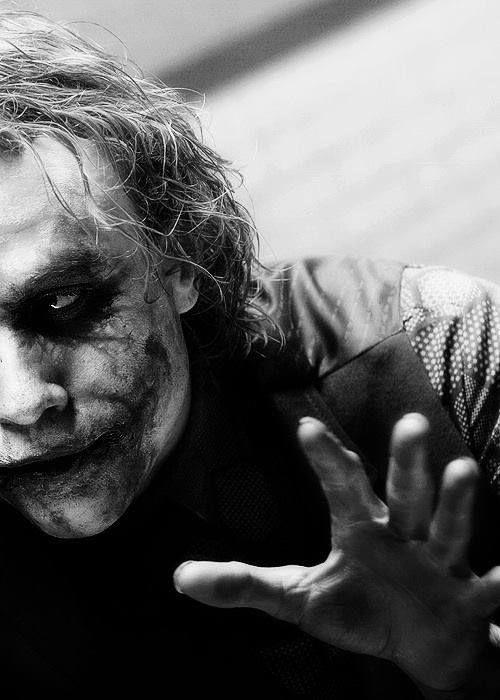 """El guason  """"La gente cuando está a punto de morir, se muestra tal y como es. Así que en cierto modo, yo llegué a conocer a tus amigos mejor que tú."""""""