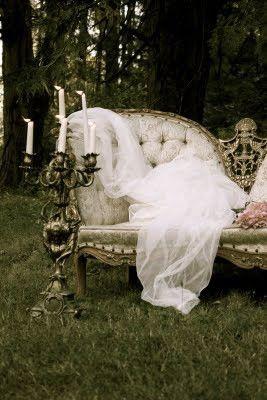 ...y el sofa con el candelabro, romantic!