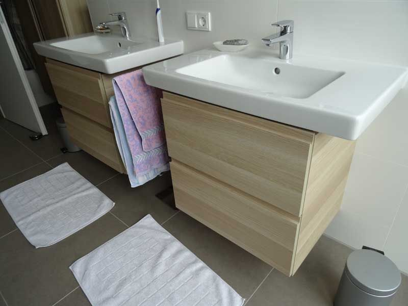 Ikea Godmorgon Vanity With Sink In Glossy White Ikea Badezimmer Ikea Waschbecken Badezimmer Klein