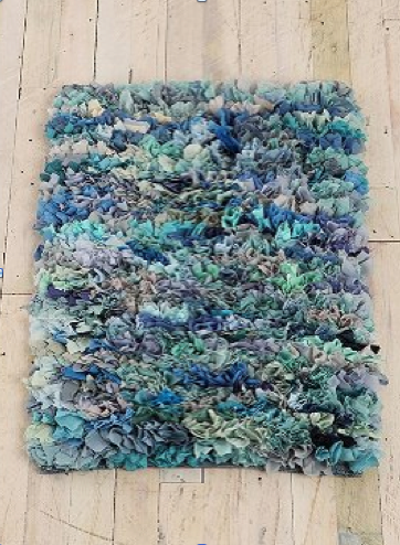 SO cool!  Think I should pull out the 42 tshirts I have tied up in a bag for donation this week??!! t shirt shag rug- I'm making this!